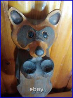 Vintage Big Sky Carvers Pine Wood Carved Peeker Shelf Edge Raccoon Sculpture